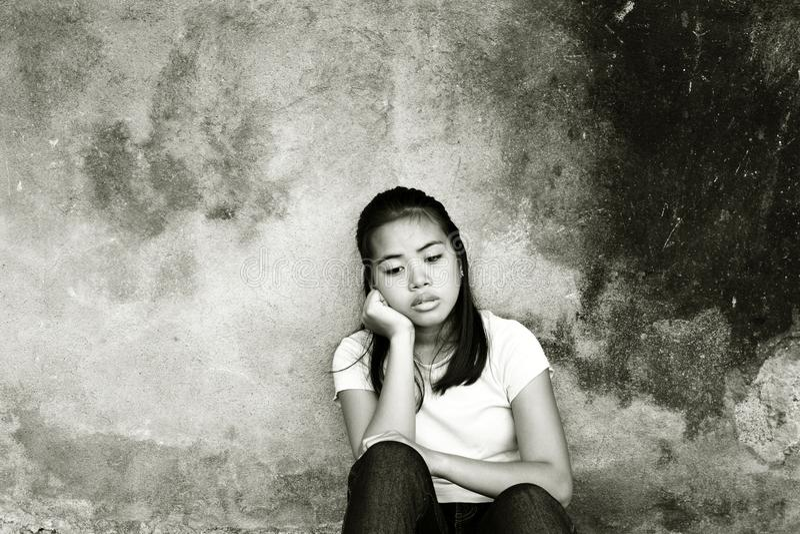 Adolescente subrayado pensativo fotos de archivo