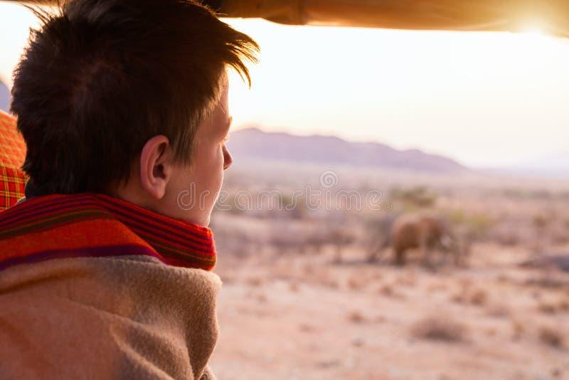 Adolescente sul safari immagine stock libera da diritti