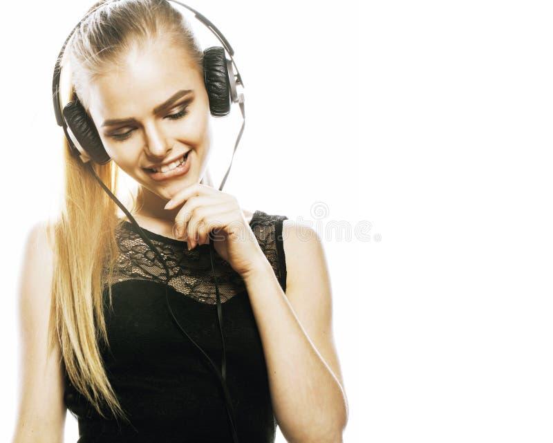 Adolescente talentoso doce novo no canto dos fones de ouvido isolado fotografia de stock