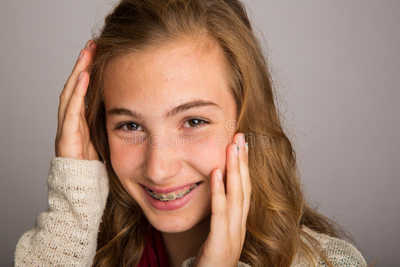 Adolescente timide images libres de droits
