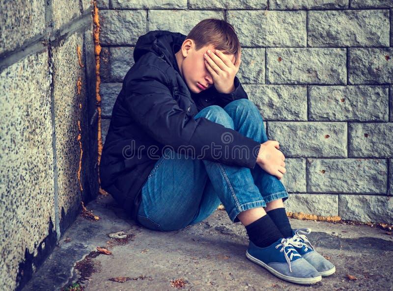 Adolescente triste exterior fotos de stock royalty free
