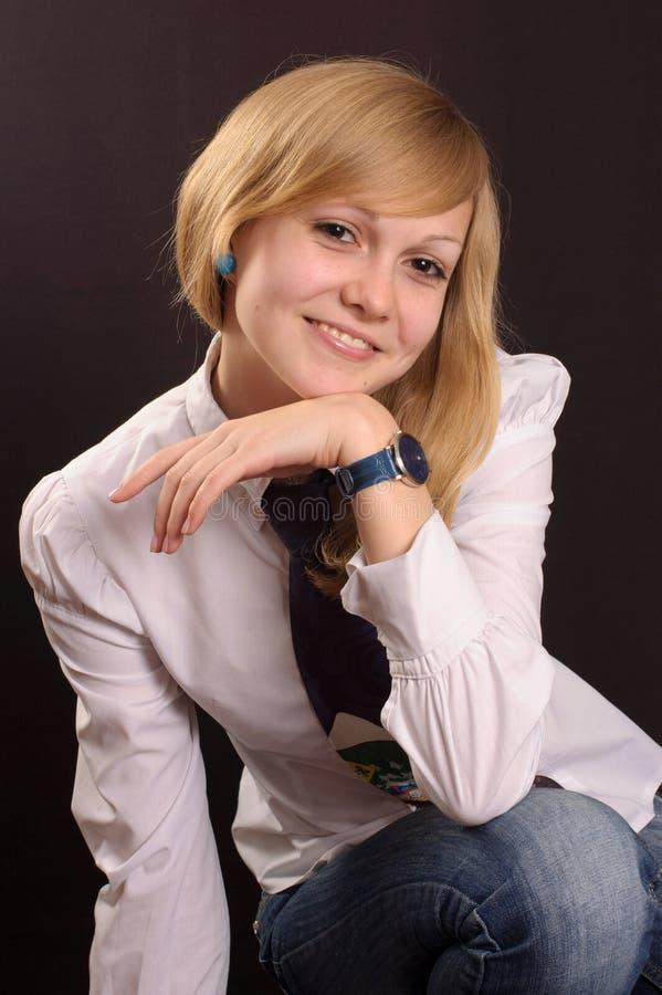 Adolescente in una camicia bianca fotografie stock libere da diritti