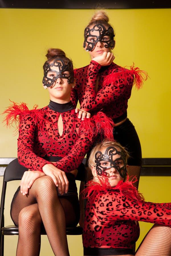 Adolescentes dans des costumes de danse images stock
