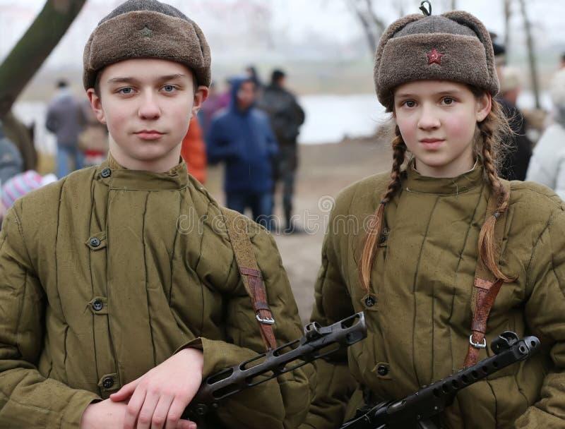 Adolescentes de la Segunda Guerra Mundial Niños de la guerra imagen de archivo