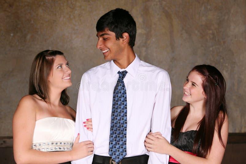 Adolescentes diversos que flertam fotos de stock royalty free