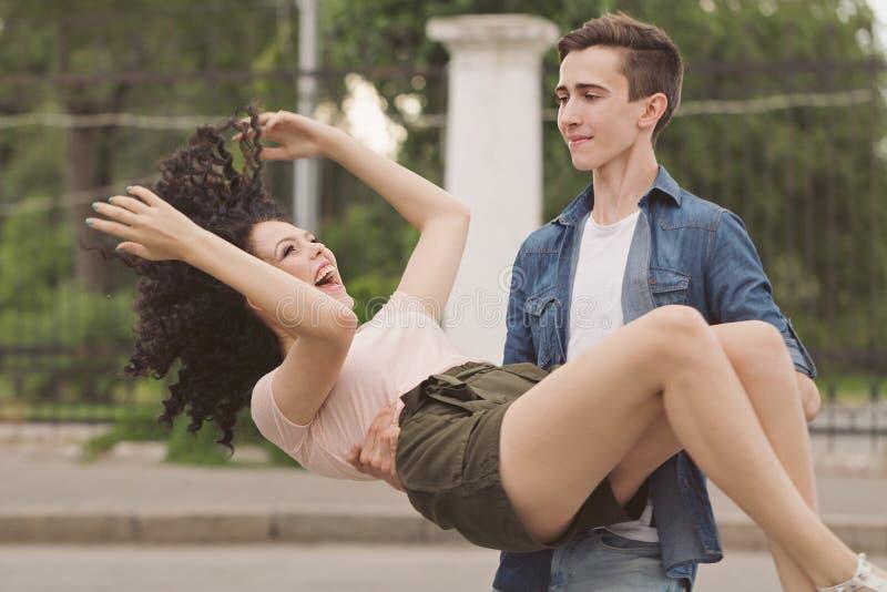 Adolescentes em uma data fotografia de stock royalty free