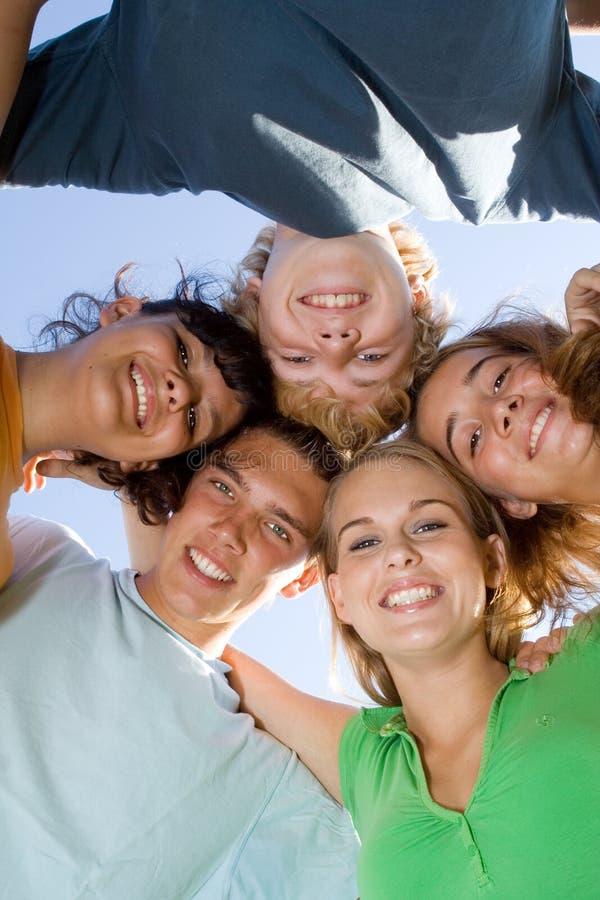 Adolescentes felizes do grupo imagens de stock