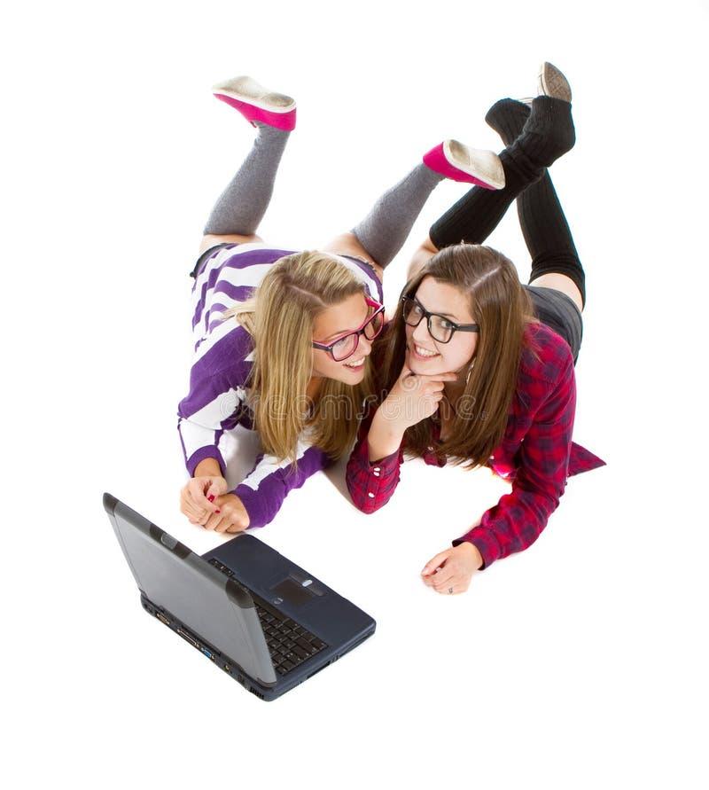 Adolescentes novos em linha imagens de stock royalty free
