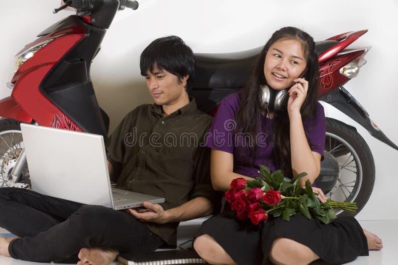 Adolescentes que relaxam imagem de stock