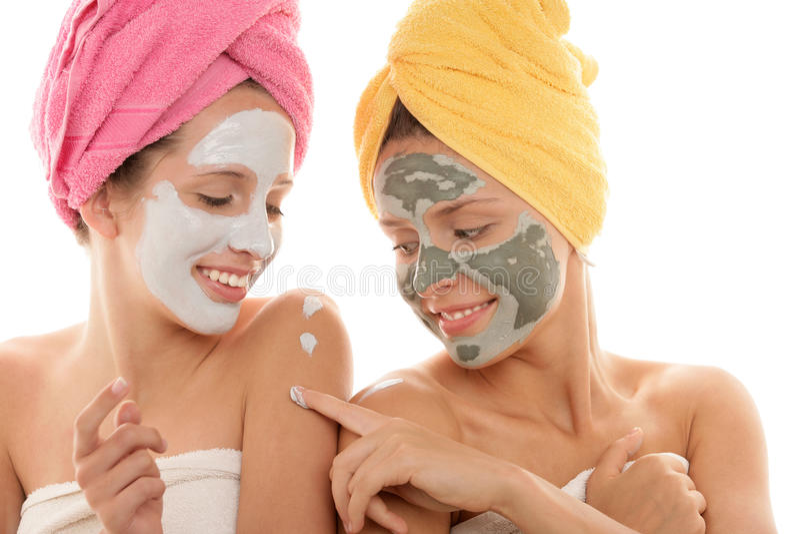 Adolescenti che portano mascherina facciale immagine stock