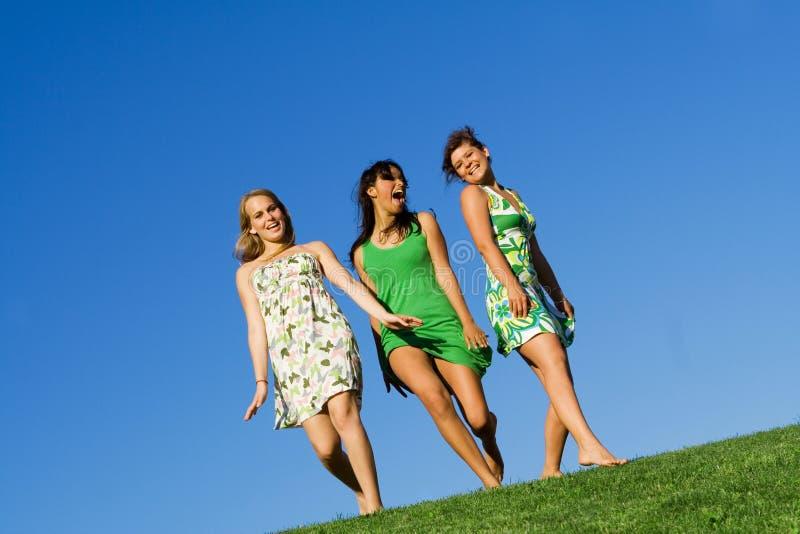Adolescenti graziosi che hanno divertimento immagini stock libere da diritti