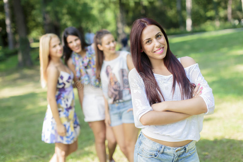 Adolescenti nel parco fotografia stock libera da diritti