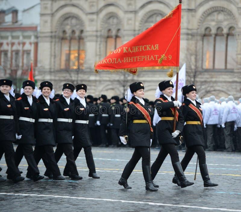Adolescents de l'internat de corps de cadet de Moscou pour des filles du Ministère de la Défense de la Fédération de Russie sur u photo libre de droits