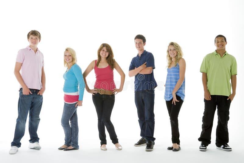 adolescents de projectile de groupe photo libre de droits