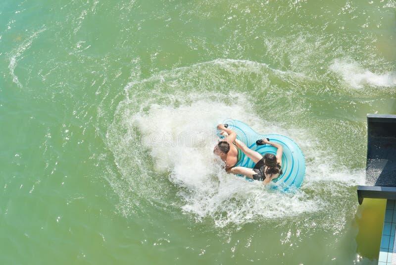 Adolescents en stationnement d'aqua photo libre de droits