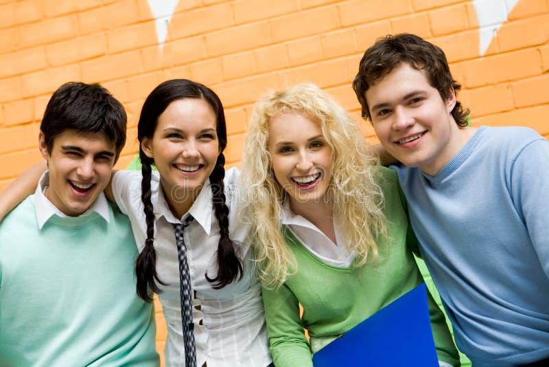 Adolescents joyeux photo libre de droits