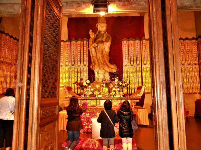 Adoração e vida devocional em China Budismo e arte foto de stock royalty free