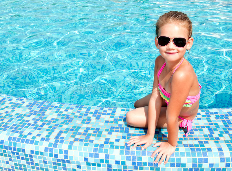 Adorable smiling little girl in swimming pool royalty free stock photos