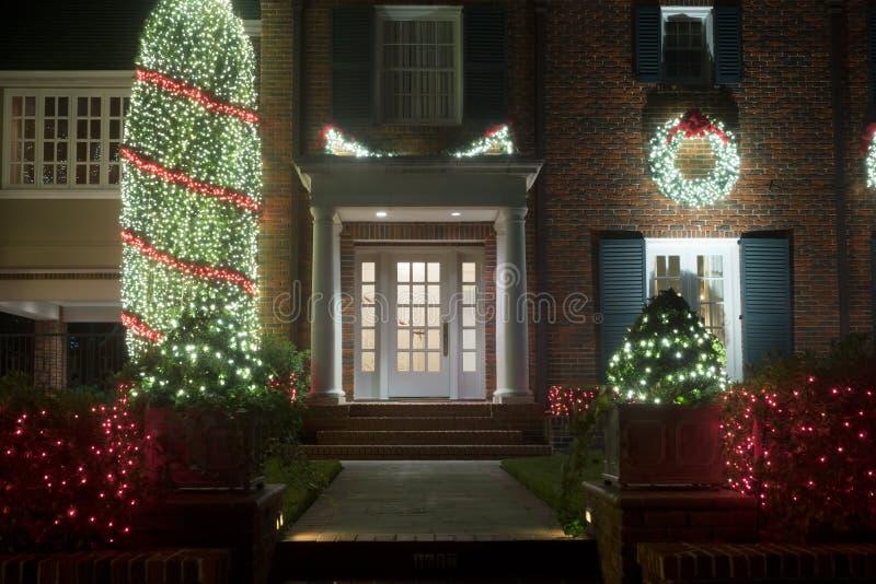 Adornado para la entrada de la casa de la Navidad Decoración de la Navidad Invierno fotografía de archivo