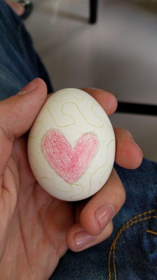 Adornamiento de los huevos de Pascua fotos de archivo