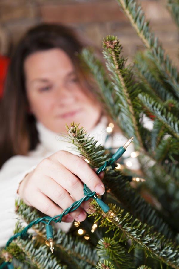 Adornamiento del árbol de navidad