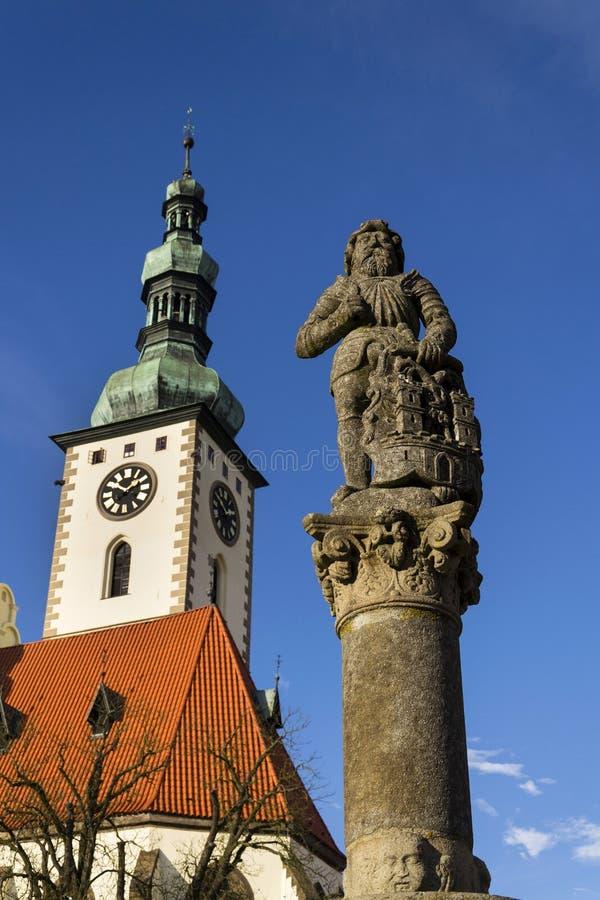 Adoubez Ronald sur la fontaine avant église en Thabor, République Tchèque photo libre de droits