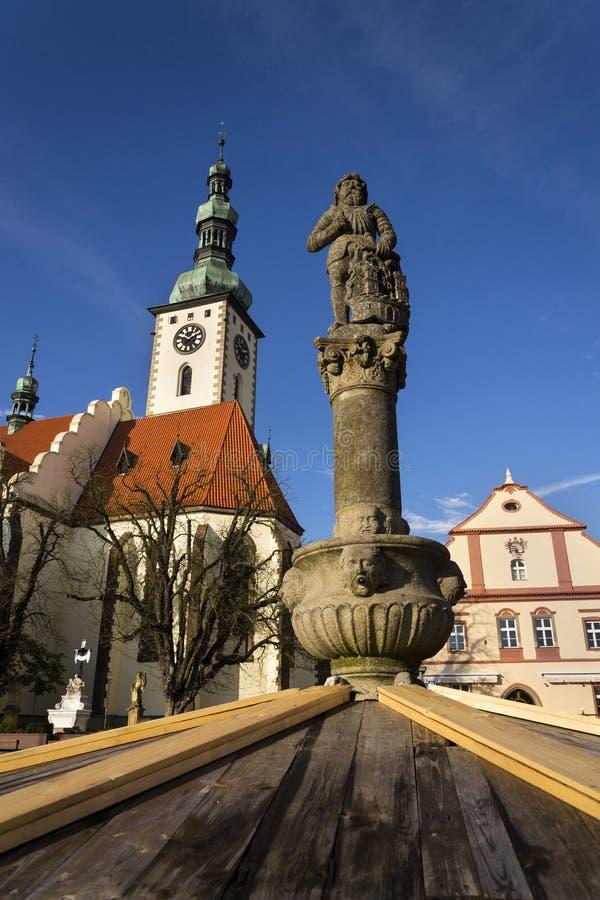 Adoubez Ronald sur la fontaine avant église en Thabor, République Tchèque photos libres de droits
