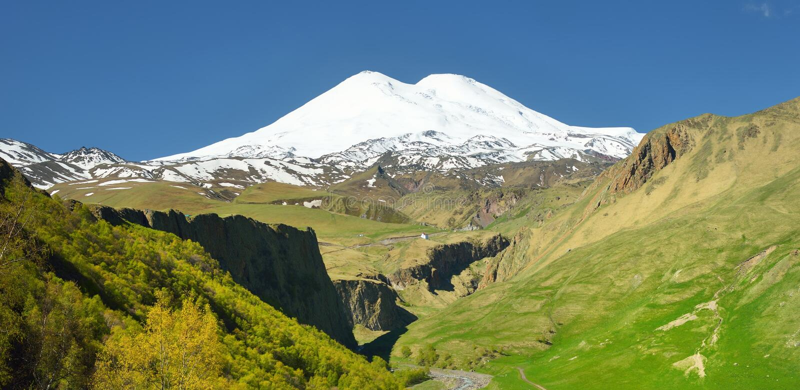 Adout Elbrus royaltyfri bild