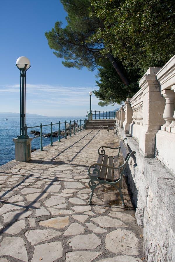 adriatic wzdłuż lungomare brzegowej wycieczkowej ścieżki zdjęcia stock