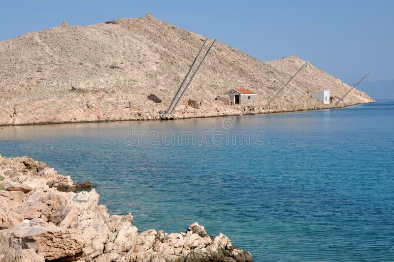 Adriatische felsige Küste in Dalmatien lizenzfreies stockbild