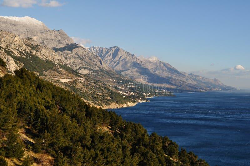 Adriatische kust en Kapela bergketen, Kroatië stock afbeeldingen