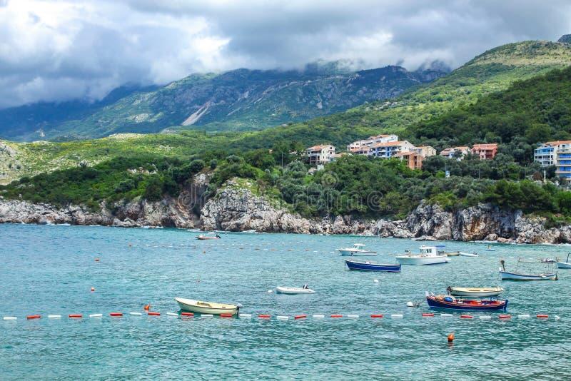 Adriatische zeekust, Przno-strand, Milocer, Montenegro stock foto