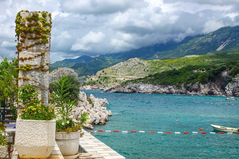 Adriatische zeekust, Przno-strand, Milocer, Montenegro royalty-vrije stock afbeelding