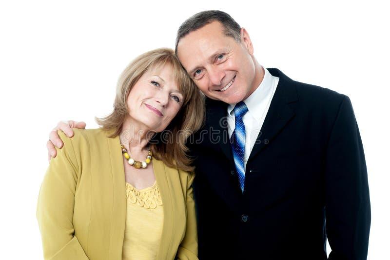 Adroable miłości pary starszy pozować zdjęcie royalty free