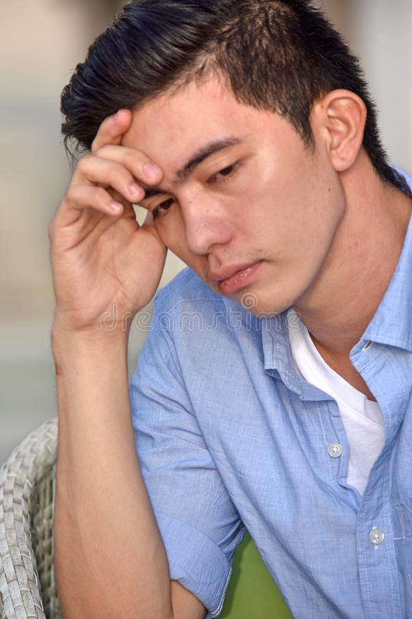 Adulto Filipino deprimido e bonito fotos de stock royalty free