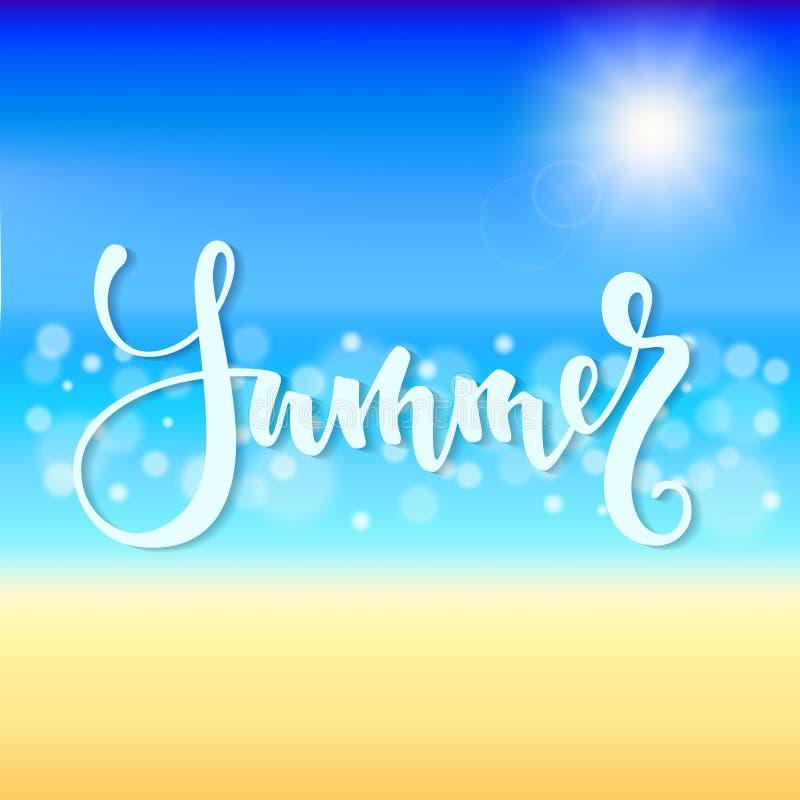 Adultos jovenes Letras dibujadas mano de la pluma del cepillo, playa hermosa del verano con la agua de mar chispeante brillante d ilustración del vector