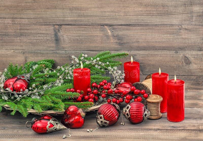 Advenimiento ardiente de las velas de las decoraciones de la Navidad fotografía de archivo