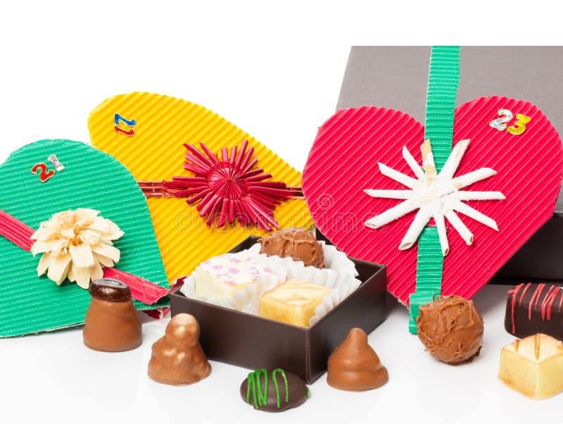 Advenimiento, calendario de la Navidad, chocolate, almendras garapiñadas fotos de archivo libres de regalías