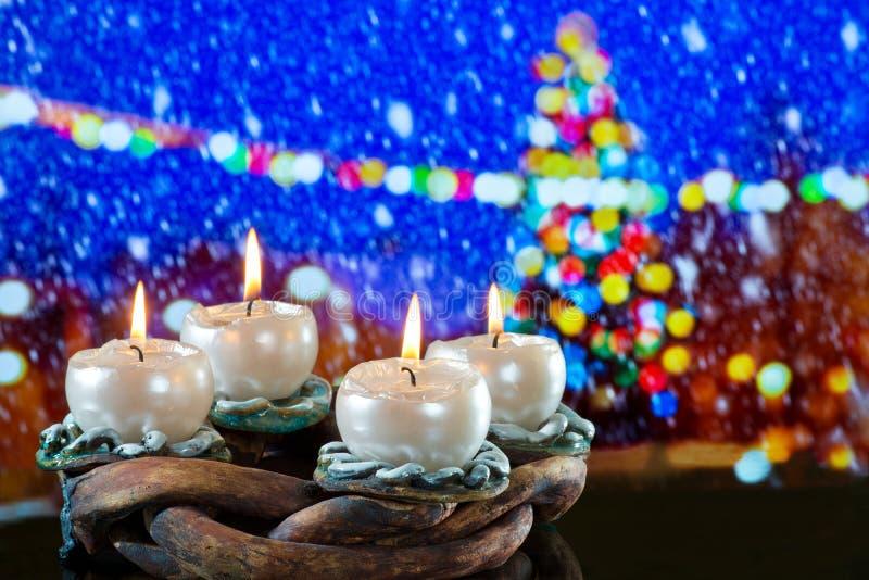Advent Wreath mit BurniÃng-Kerzen lizenzfreies stockfoto