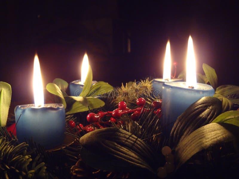 Adventkrans (4 stearinljus) arkivfoton