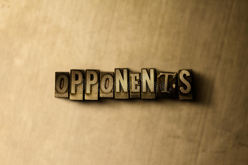 ADVERSAIRES - plan rapproché de mot composé par vintage sale sur le contexte en métal illustration stock