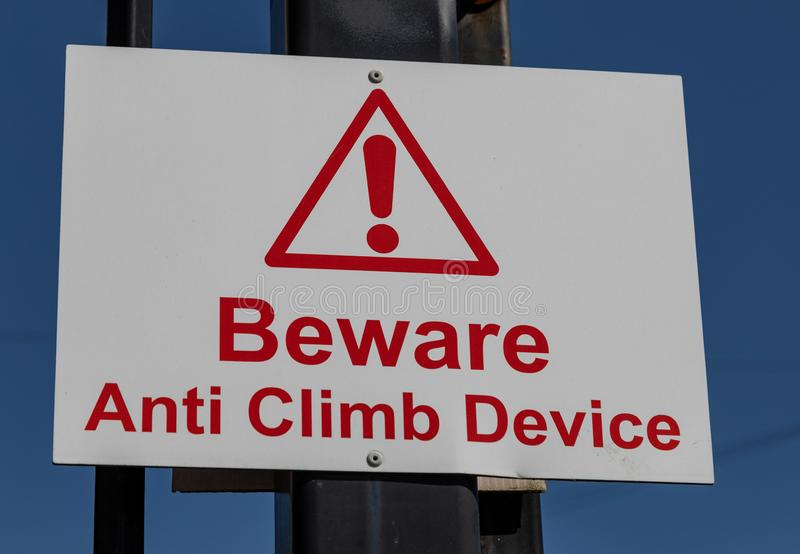 Advertencia anti rectangular de la muestra del vandalismo subida dispositivo Widnes de abril de 2019 anti fotografía de archivo