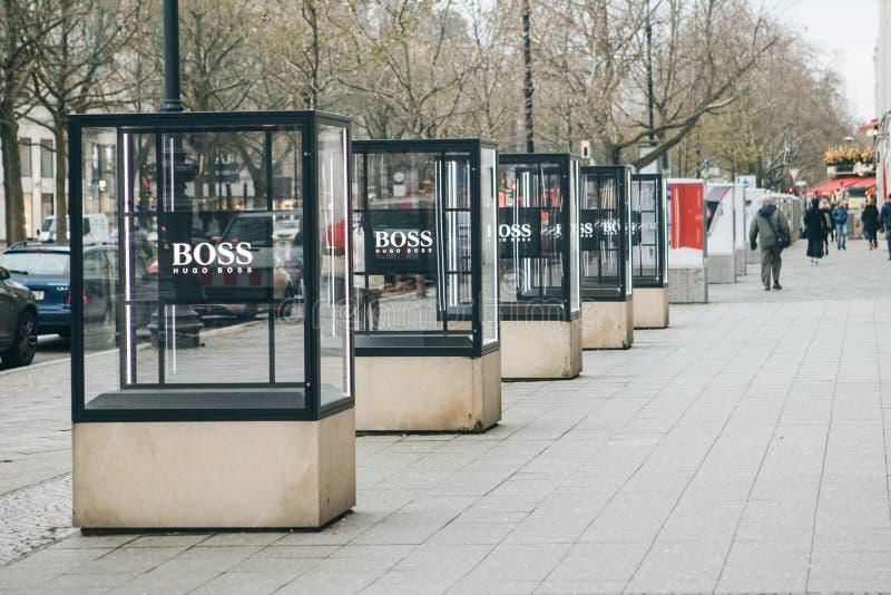Adverterend Hugo Boss op de straat in Berlijn stock fotografie