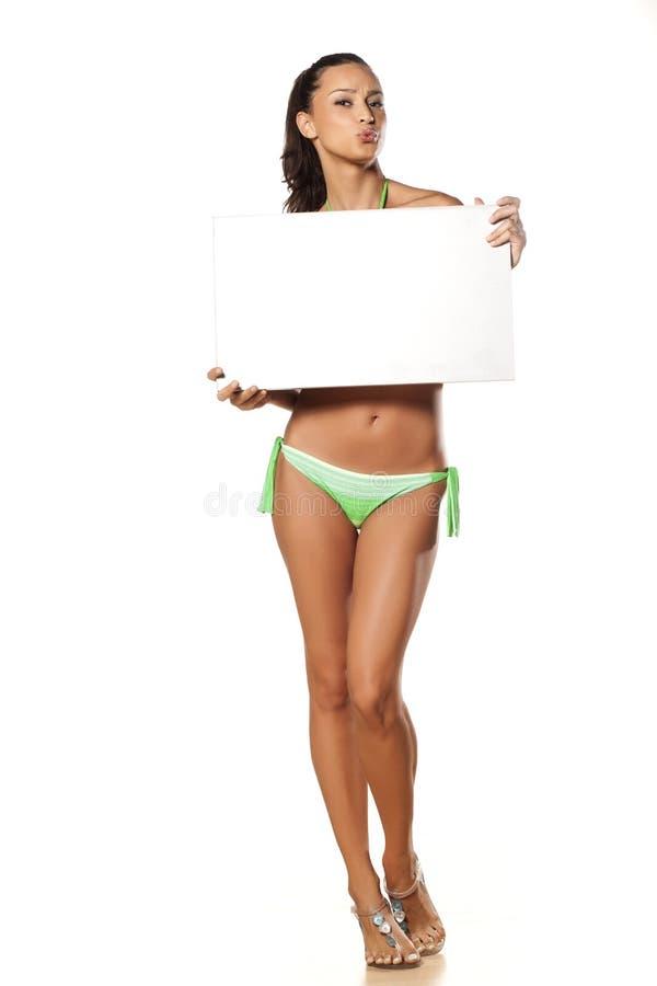 Adverterend meisje in bikini royalty-vrije stock foto