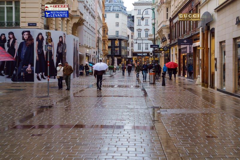 Advertizingtecken i form av klockan Hublot, Wien, Österrike royaltyfri foto