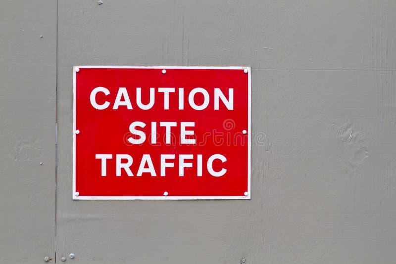 Advierta la señal de peligro del tráfico del sitio fotos de archivo libres de regalías