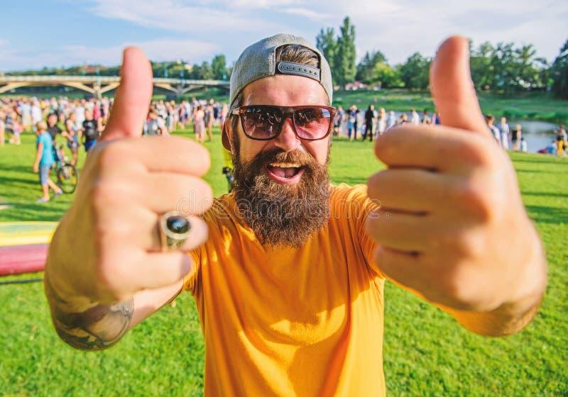 Adviseer hoogst hoogste lijstgebeurtenissen Hipster het bezoeken gebeurtenispicknick fest of festival Toont het mensen vrolijke g royalty-vrije stock foto's