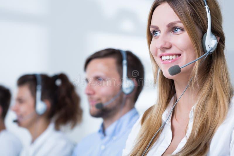 Adviseur in call centre stock foto's