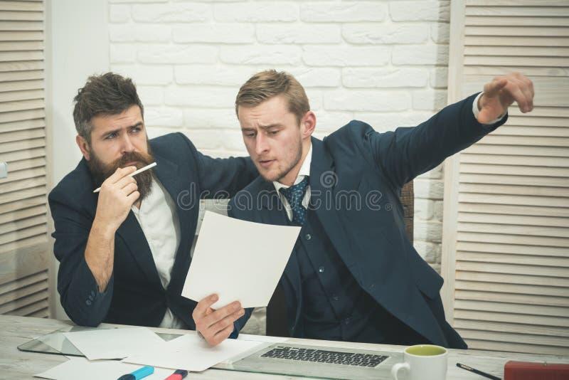 Advocaat of accountants raadplegende ondernemer Bedrijfs het raadplegen concept Partners of zakenlieden op vergadering stock afbeeldingen