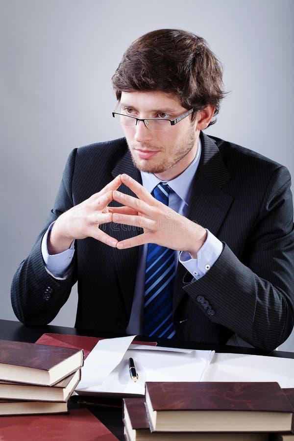 Advocaat die aan zijn cliënt luisteren stock fotografie